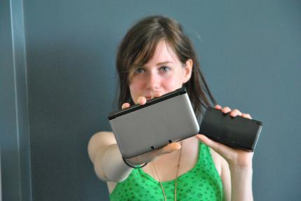 Nur in Games Aktuell 09/2012: Katha testet den 3DS XL - mit Video.