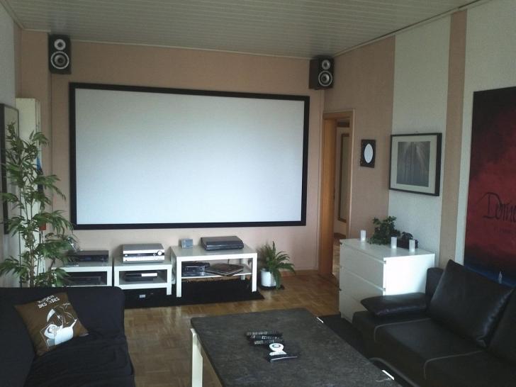 luxus heimkino m nner bauen sich einklappbare rahmenleinwand ins wohnzimmer bildergalerie. Black Bedroom Furniture Sets. Home Design Ideas