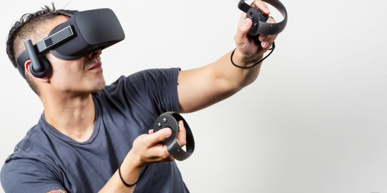Steam: VR-Brille von Oculus Rift in Action.